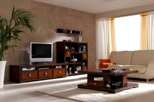 Salón con muebles coloniales