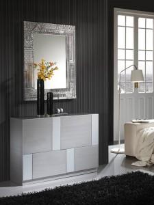Espejo cuadrado con marco gris con detalles