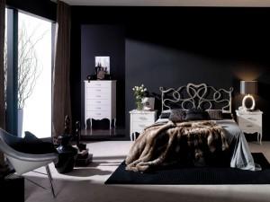 Cabecero con corazón de forja en dormitorio Zaragoza