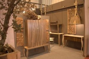 Mueble colonial de madera