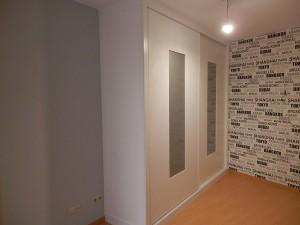 Puertas correderas blancas para mueble a medida