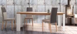 Mesa de madera con patas blancas metálicas