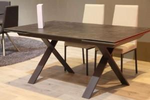 Mesa de salón gris desplegable con patas cruzadas