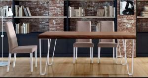 Mesa de salón de madera con patas blancas metálicas