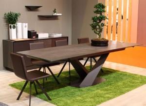 Mesa de salón madera oscura