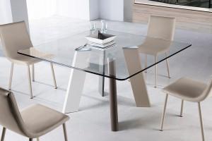 Mesa cuadrada de cristal