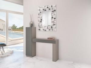 Mueble auxiliar gris con espejo cuadrado