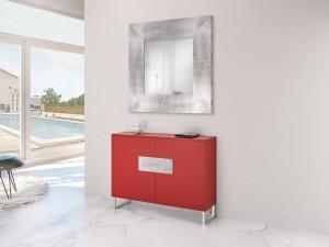 Mueble auxiliar rojo y espejo plateado